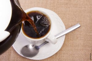 Un café… ouvert à tous… poussez la porte !